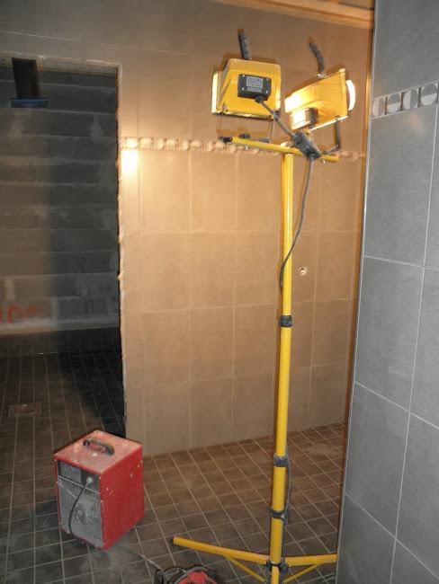 Suihkuhuone ja valmista pintaa