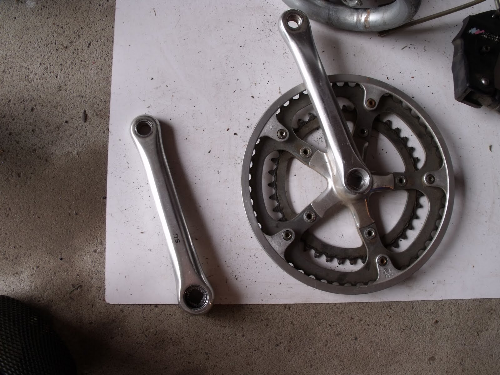 How to remove the connecting rods from a bicycle without a stripper