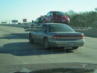 para manter o retrovisor do seu carro longe dos pés e joelhos dos motoboys