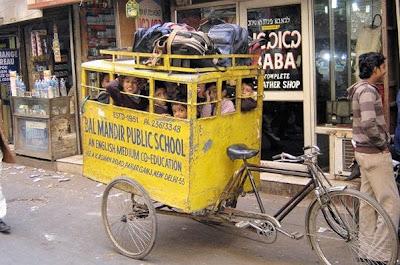 Onibus escolar na Índia