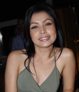 hot foto seputar artis indonesia, mayangsari telanjang sama bambang