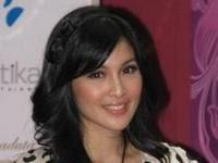 Delon pacari Bella Saphira dan Sandra Dewi artis sexy indonesia