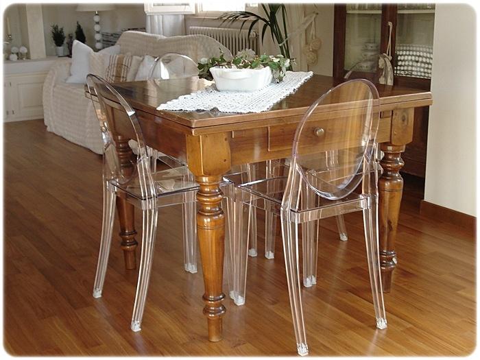 Forum tavolo classico con sedie moderne for Modelli di sedie per cucina
