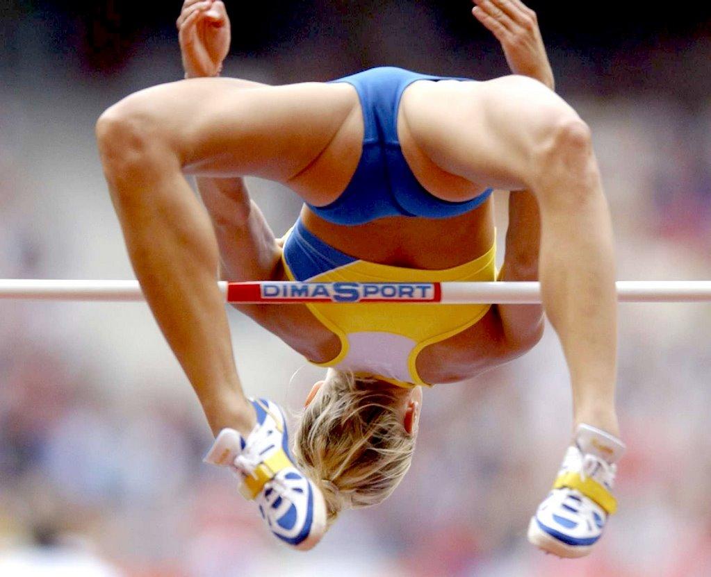 Kajsa Bergqvist high jumping