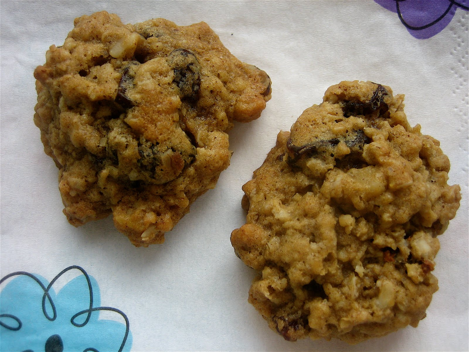 Stephanie Cooks: Oatmeal Raisin Cookies