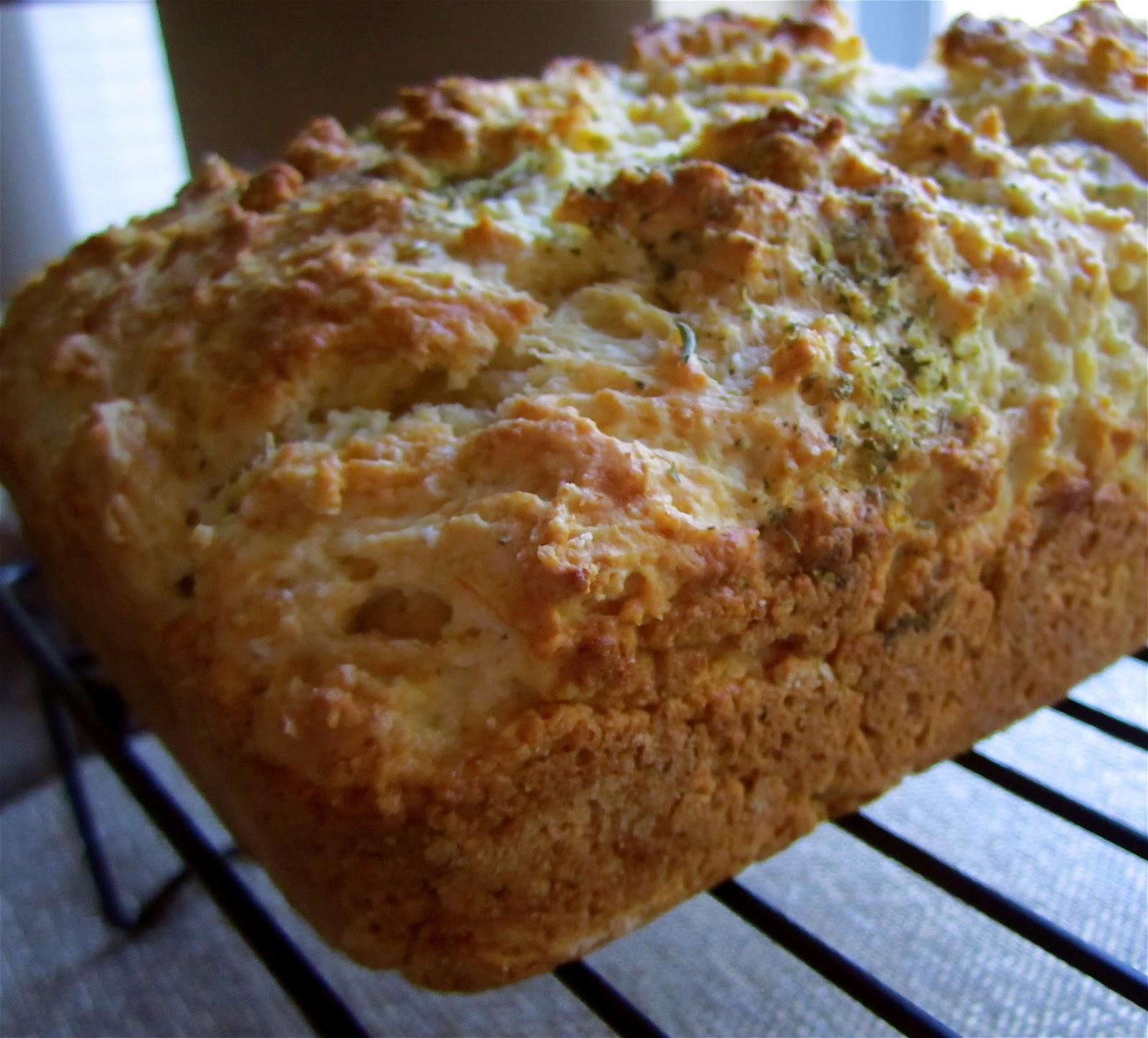 Stephanie Cooks: Garlic Cheddar Quick Bread