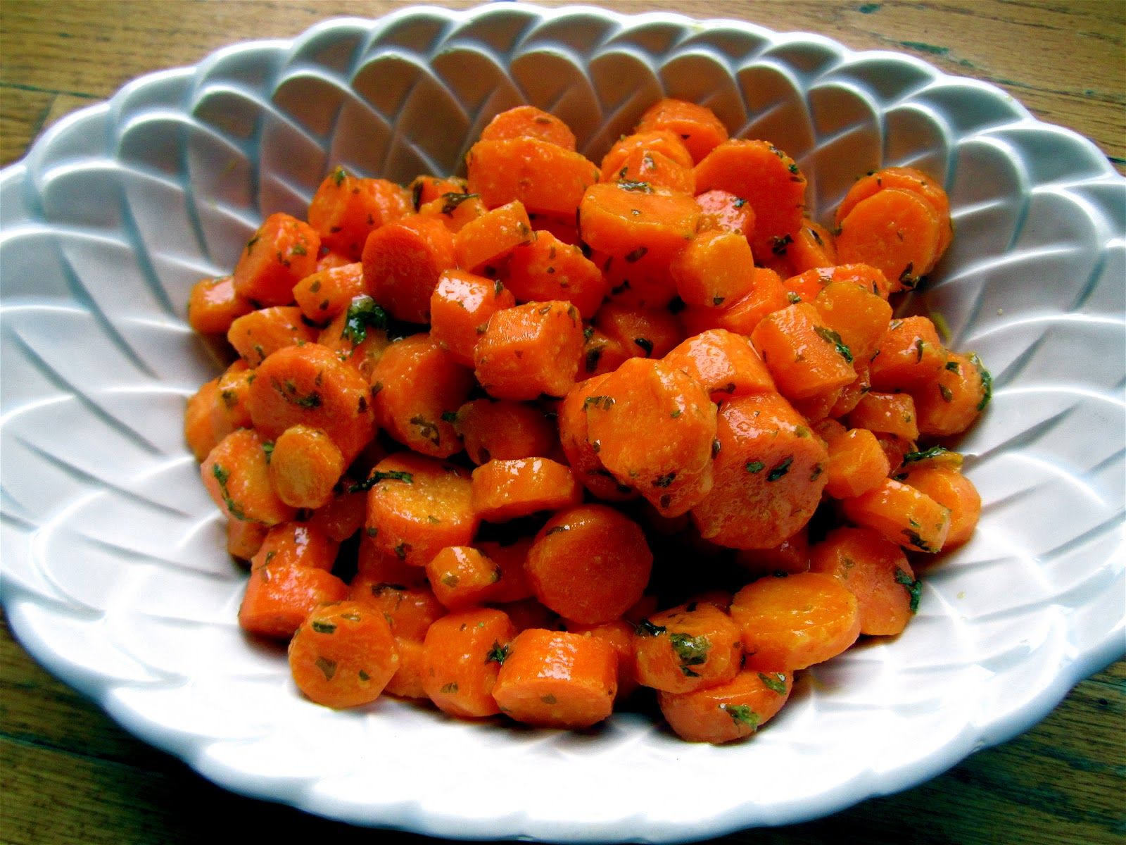 Stephanie Cooks: Garlic Ginger Glazed Carrots