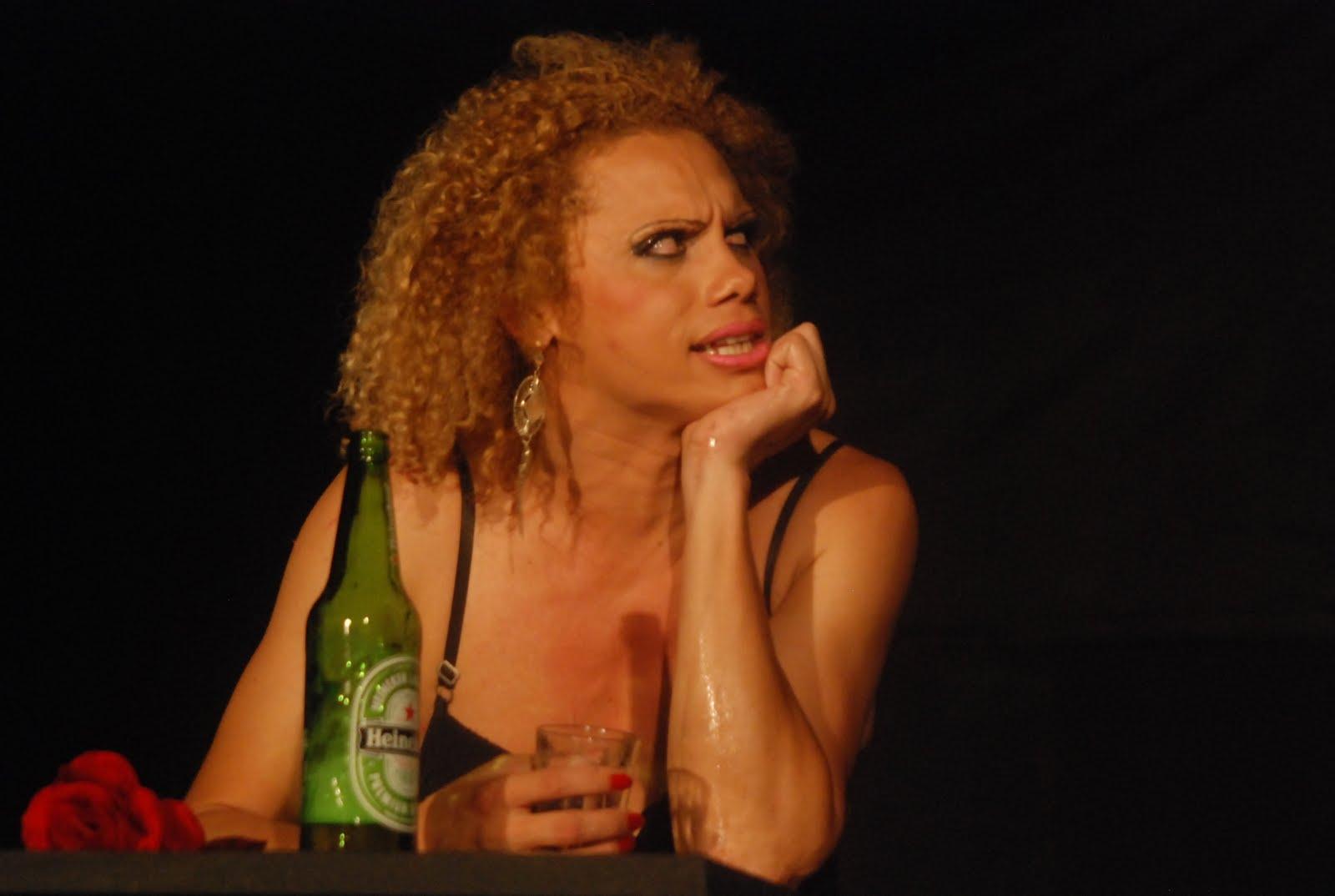 monólogo que retrata a vida dos travestis é destaque no festival do ...