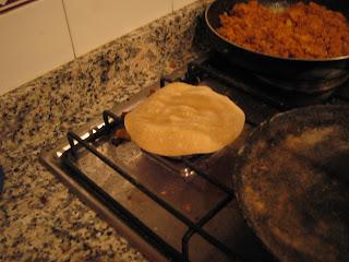 Paso final: inflando el Chapati directamente sobre el fuego