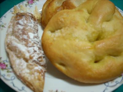 Desayuno Almeriense: Torta de Sal, Torta de Azucar y Cuerno