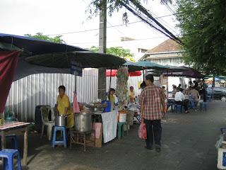 Restaurantes en la calle de Tailandia