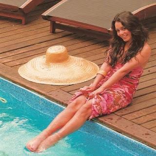Vanessa Hudgens Caras Magazine