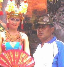 Trenggono Bersama Teman Gadis Bali