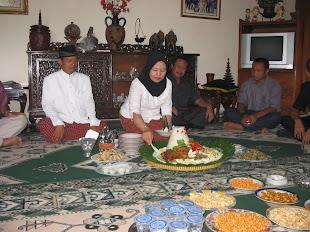 Hj Dyah Potong Nasi Kuning