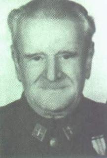 El asesino del tricornio. La interminable represión fascista en Extremadura. Mesas2