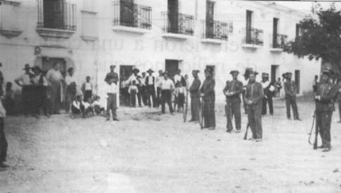 El asesino del tricornio. La interminable represión fascista en Extremadura. Campesinos%2Brepublicanos%2Bextreme%C3%B1os%2Bpresos%2By%2Bcustodiados%2Bpor%2Bla%2BGuardia%2BCivil%2Ben%2BMiajadas,%2BC%C3%A1ceres