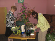 New Zealand 2009: Ardith and Cveta designing beautiful garden flowers