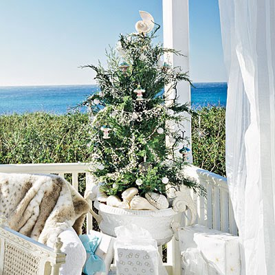 Sweeter homes decorating a beach house for christmas for Build your own beach house