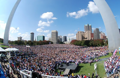 A crowd of 100,000 at the Obama rally in St Louis, MO, October 18, 2008.