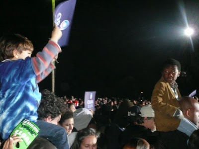Oooh that kid has an Obama sign. Wish I had one...