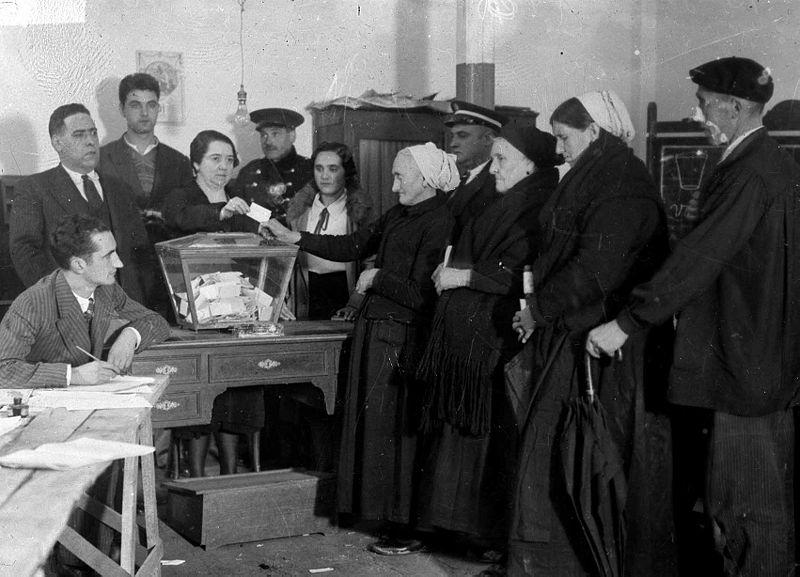 mujeres votando en Eibar, Guipuzcoa (1931)