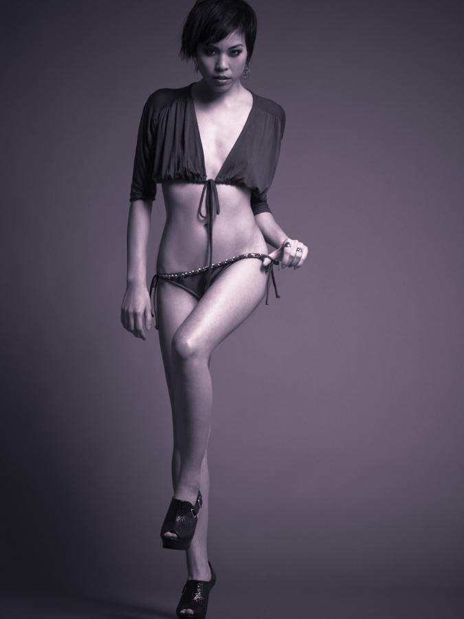 [Lyndzi+Trang+-+Swimsuit+3Web.jpg]