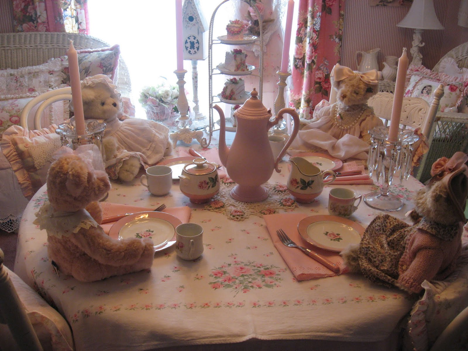 Shabby cats and roses tea time with the bears for Shabby romantique