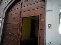 Galleria Rossana Orlandiの玄関。