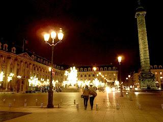 ヴァンドーム広場の夜景。