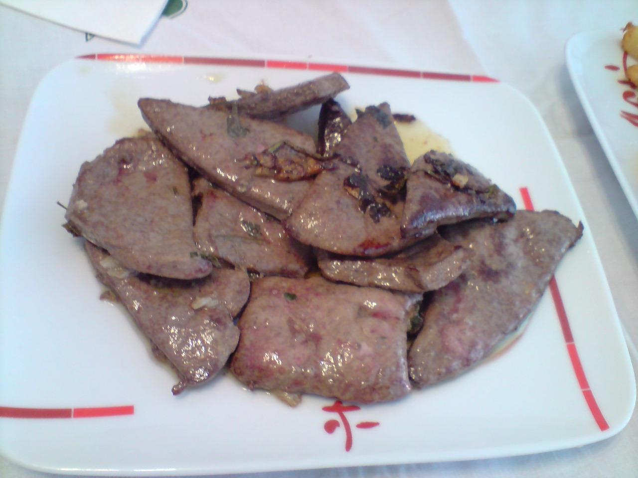 Higado de ternera con patatas fritas cocina casera for Cocinar higado de ternera