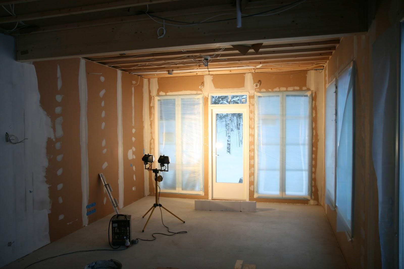 Tasoitusta ja pohjamaalausta  Kotilomme