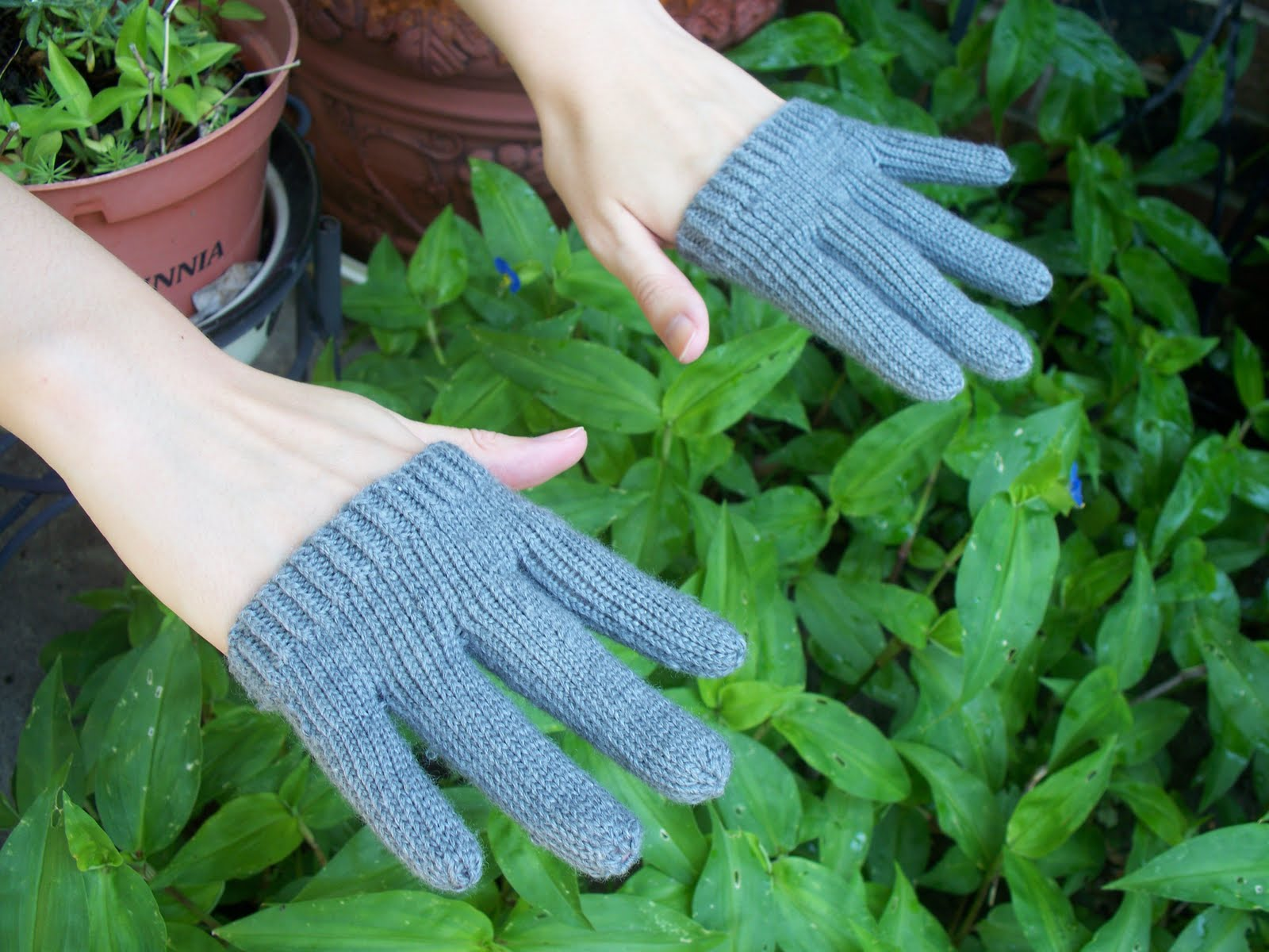 Knitting With Hands Only : Misadventures in knitting only finger gloves