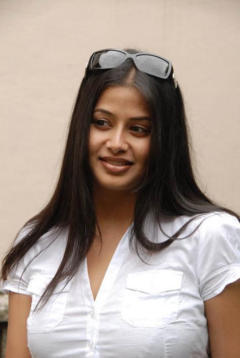 sangeetha actress pics