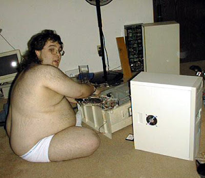 gordo desnudo informatico
