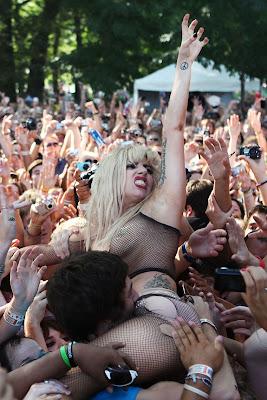 ladygaga desnuda, chocho,lollapalooza publico,tirarse