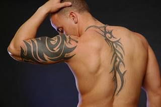 chicos desnudos tatuados, chicos tatoos, boy tatoo