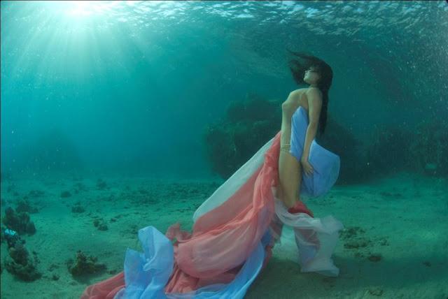 chicas bajo el mar, sirenas desnudas