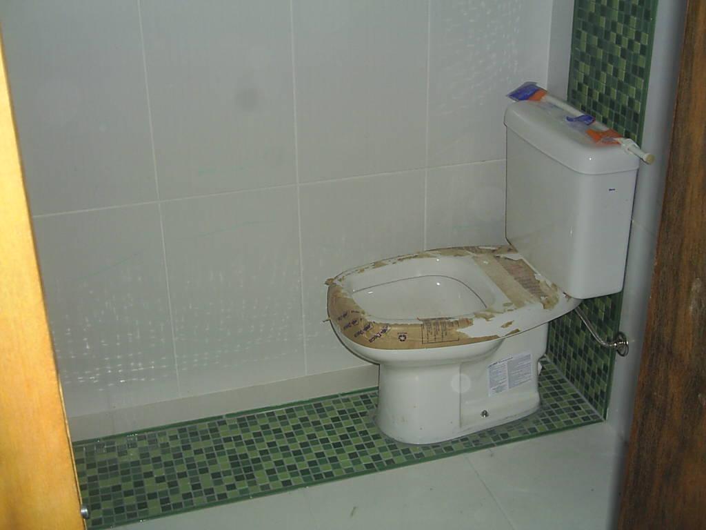Banheiro Com Pastilhas De Vidro Pictures #C28B09 1024x768 Banheiro Com Acabamento Com Pastilhas