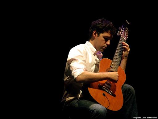 Música com Fábio Neves