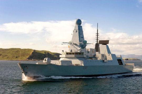 Cazas y helicopteros: Fallaron los motores del HMS Daring