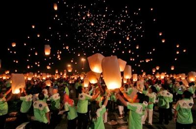 http://4.bp.blogspot.com/_rku6deQBORg/SxwudQ_otbI/AAAAAAAAJSg/5LNQPKurGac/s400/Sky+Lantarn+Jakarta.jpg