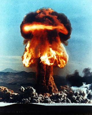 http://4.bp.blogspot.com/_rlTOI_eC7dY/SN-l82nzugI/AAAAAAAAB4E/Gbk8CieygtA/s400/nuklir+1+(8).jpg