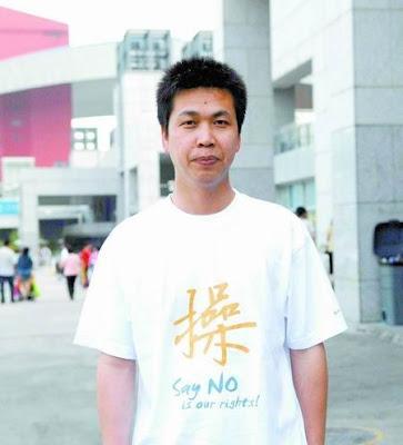 陈书伟穿着很个性,他坚信自己的公益诉讼能成功。