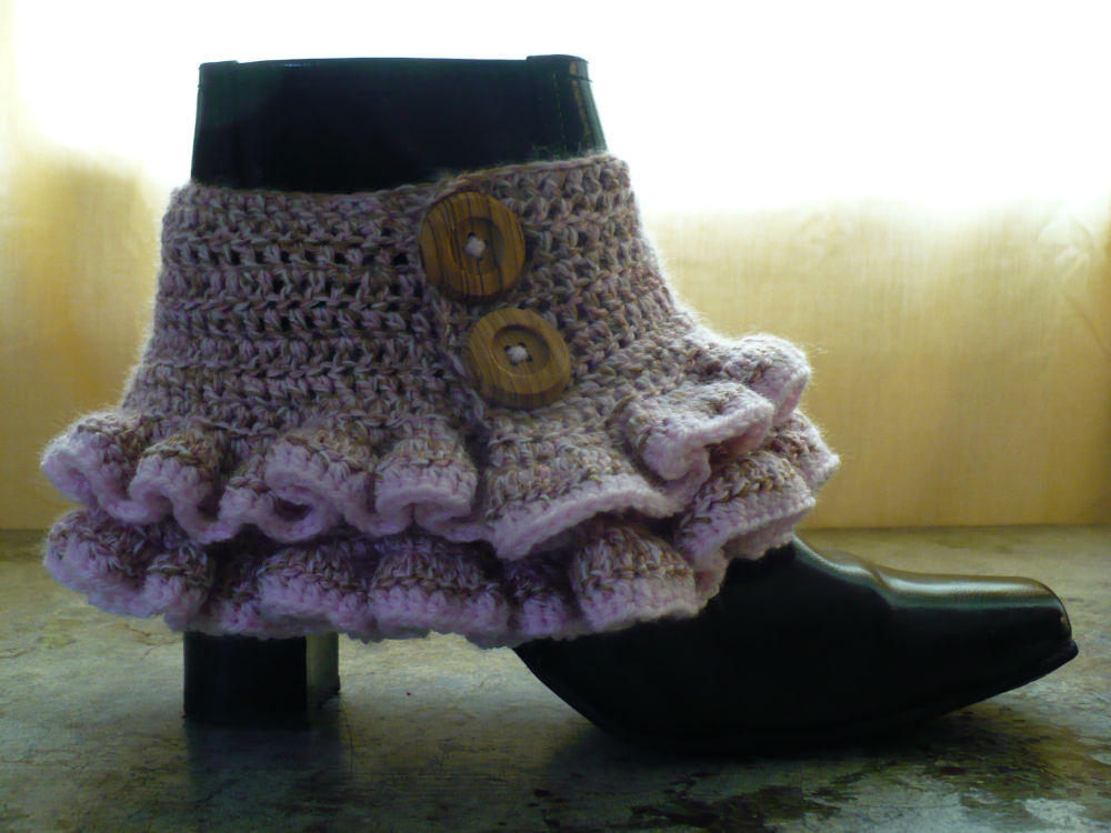 steampunk wardrobe. The crochet pattern is simple but yields stunning