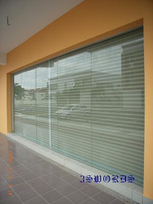 Tempered Glass Door And Frameless Fixed Panel Shop Front
