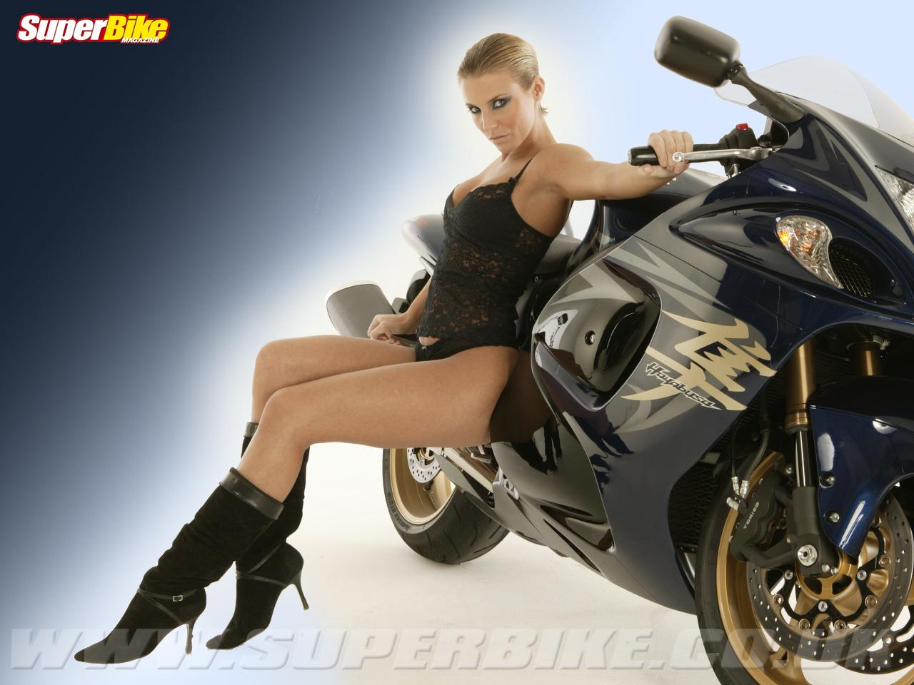 http://4.bp.blogspot.com/_rqqtSGINUiY/TPULu8zoDrI/AAAAAAAAAEc/JxZ3L_7nZ48/s1600/hayabusa_sport_bike.jpg