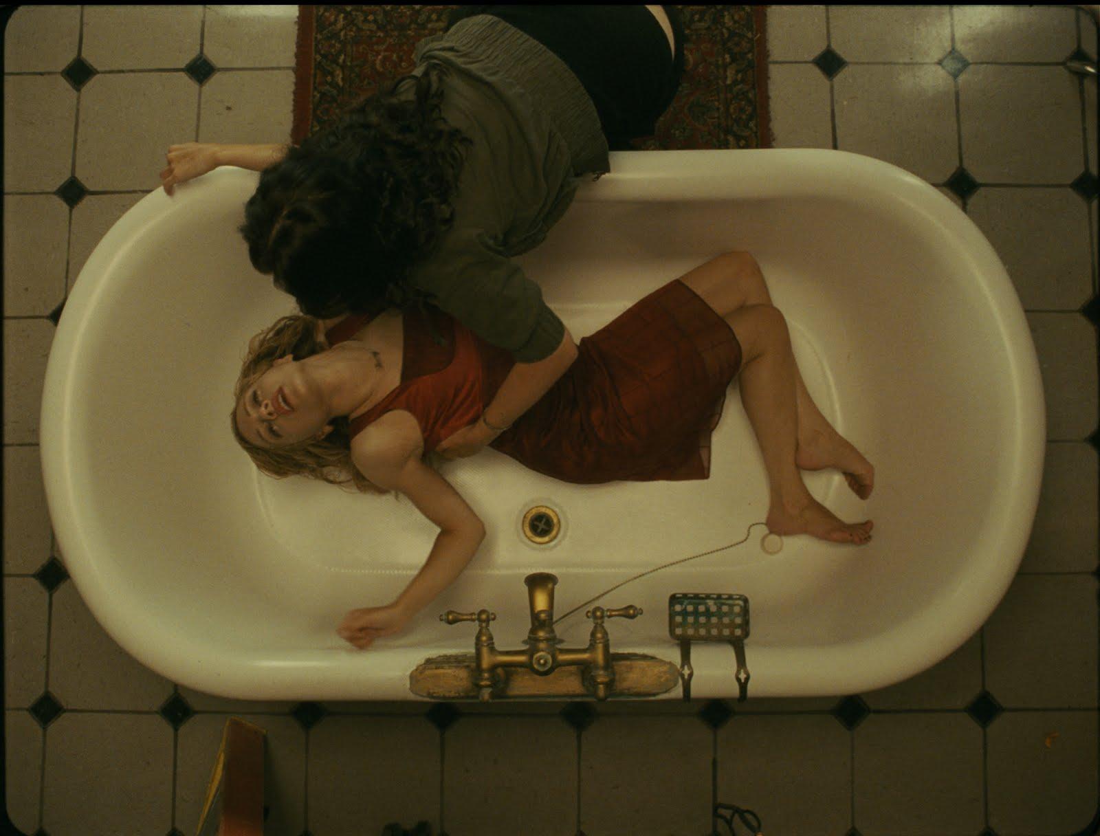 En el baño - Página 2 DEAD_BRIT_016_000