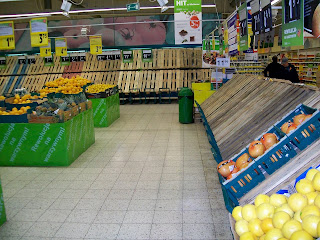 Poland, Warsaw, Warszawa, Tesco, shopping, supermaket, hypermarket, empty shelves, Easter, Wielkanoc