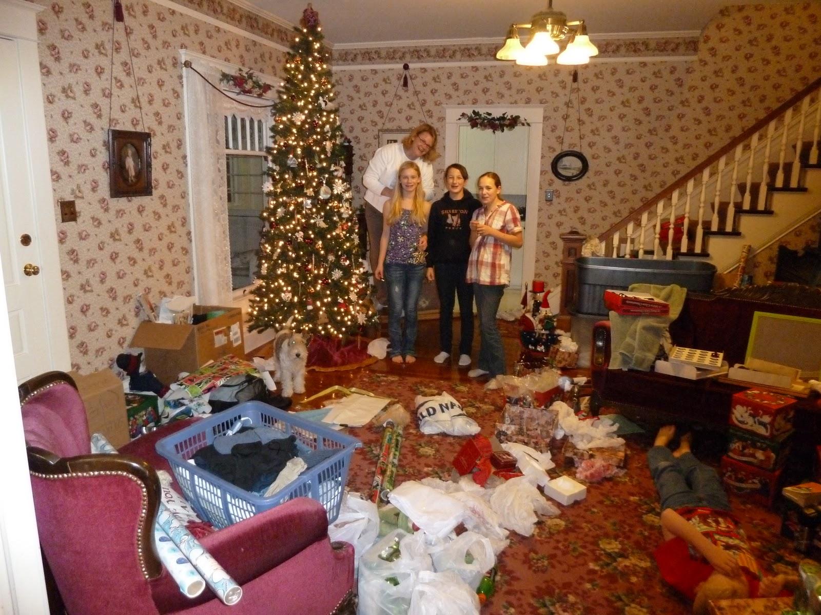 Noch Mal Der Weihnachtsbaum Im Wohnzimmer Mit Unserm Engel Auf Dem Schrankchen