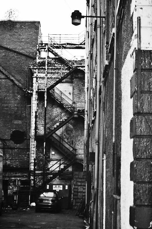 belfast blanco y negro callejon escalera